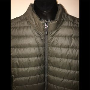 Great condition Puffy Vest!